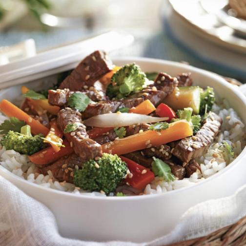 arroz con ternera y verduras salteadas